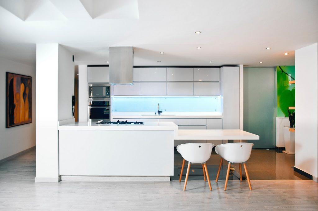Denk jij aan een gietvloer voor je keuken? Dit moet je weten