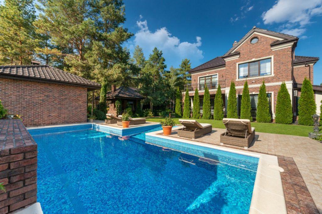 De voordelen van een zwembad in je tuin